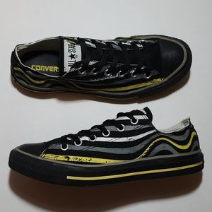 CONVERSE ALL-STAR LOWTOPS,  MENS SIZE 7.5 GUC